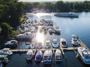 Sonnenuntergang Lechler Bootsstände & Fischerei