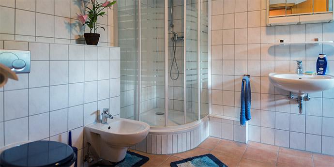 WC und Dusche für die Gäste von Lechler Bootsstände und Fischerei