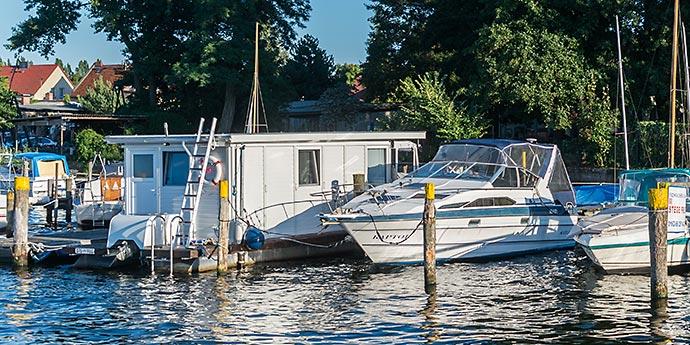 das Hafenbüro der Lechler Bootsstände & Fischerei